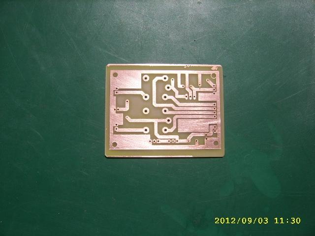 电源板连接12伏电池和接报警器和闪光灯的继电器.