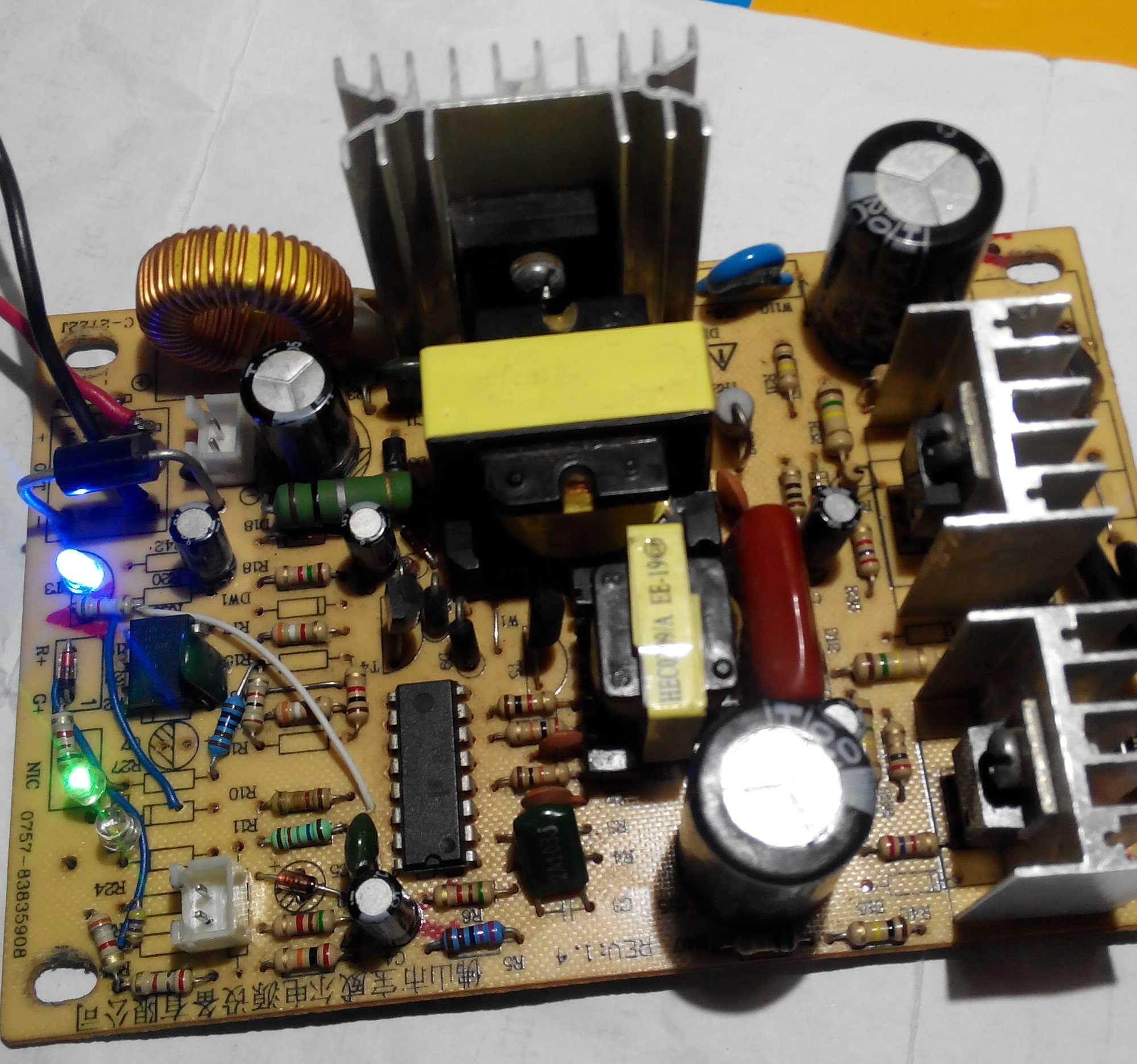 我想利用温控电阻来控制开停不知道行不行,好像和ATX电源PS-ON控制电路原理差不多,温控探头是超过1.75V是停止工作,我想电源输出端和温控探头接个电阻,电源输出端输出14V时让温控探头端达到1.75V,低于14V时温控探头端就低于1.75V,
