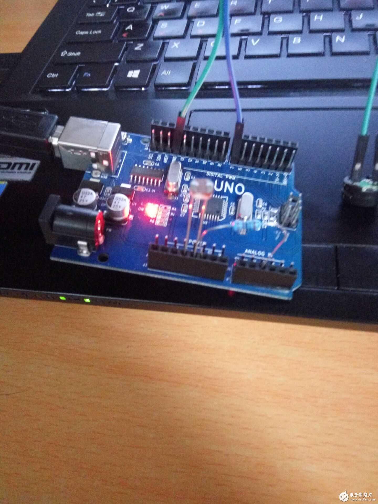 采用arduino电子积木学习板,制作一个定时闹钟,该电子闹钟通过串口设