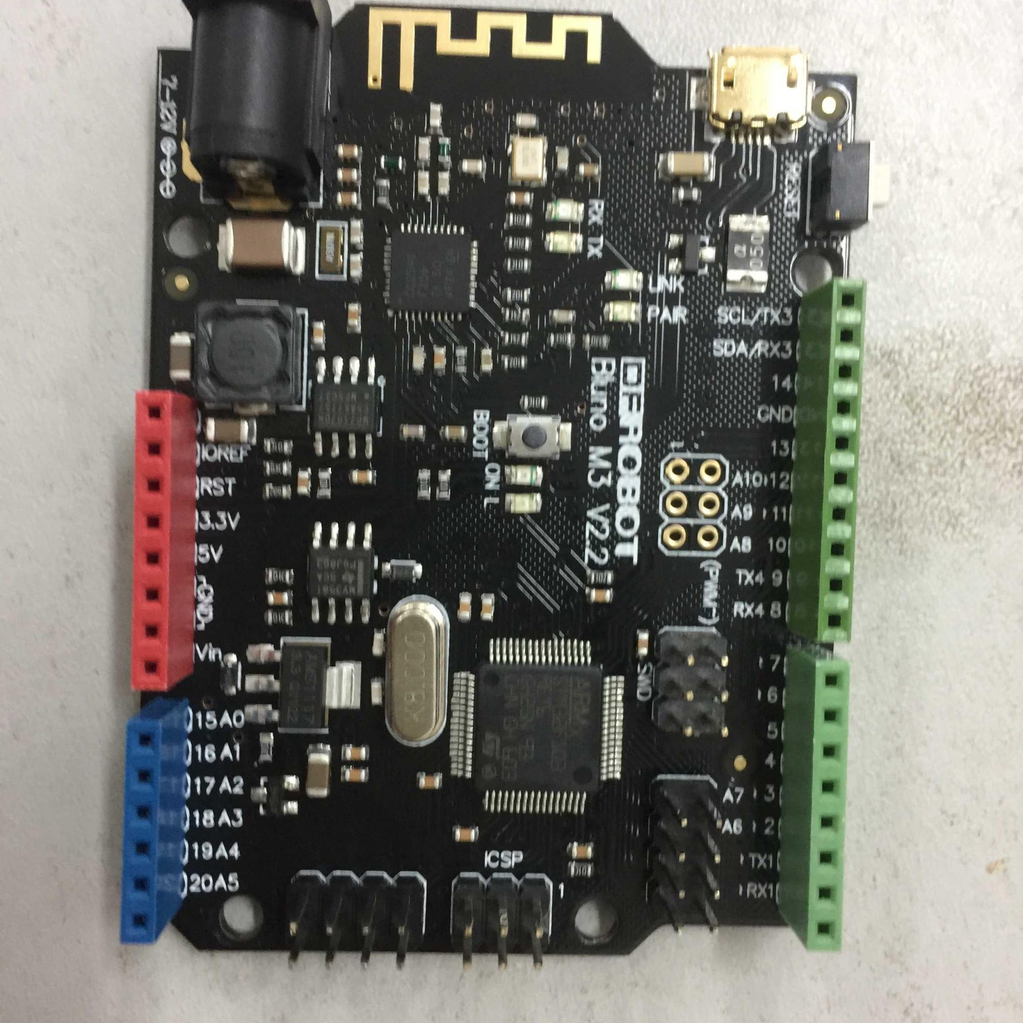 打开盒子,里面有块仿arduino 的stm32f103ret6加cc2540芯片组成的